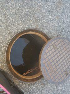 下関市の商業施設でトイレの詰まり作業