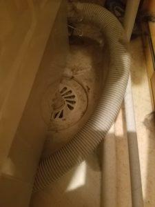 北九州市小倉北区で洗濯機の排水口からの水漏れを修理