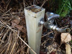 北九州市八幡東区で水漏れ応急修理。