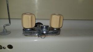北九州市八幡西区で洗面台蛇口の水漏れ修理。